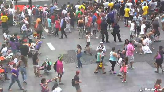 Times Square Live Streaming Crowd Watching Webcam Big Apple New York City